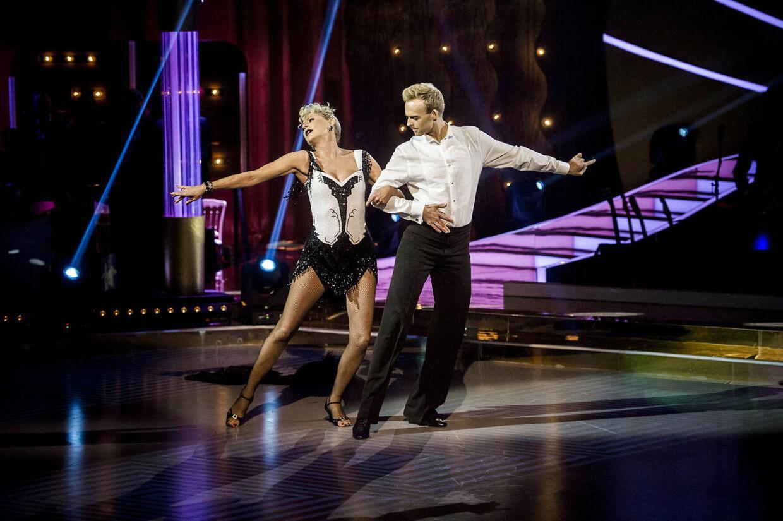 Søs Egelind og Mads Vad skal på gulvet og forsøge at tage publikum, dommere og seere med storm, når de danser en vals til Celine Dion og Peabo Brysons 'Beauty and the Beast'.