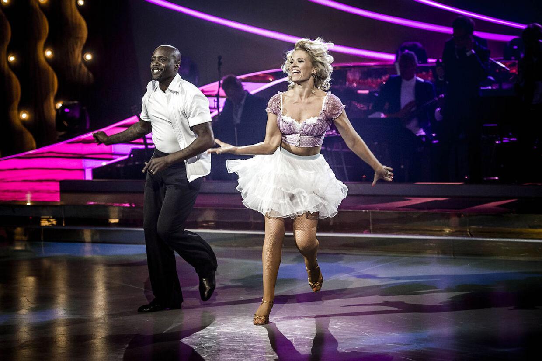 James Sampson, der har imponeret i Vild med dans sammen med Mie Moltke, skal forsøge at fortsætte succesen, når der er vals på programmet. 'Skinny Love' af Birdy er sangen, de skal danse til.