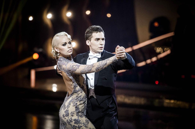 Patrick Berdino og Jenna Bagge skal svinge hinanden rundt i en salsa, når de går på gulvet. Madonna står for musikken i form af 'I'm Going Bananas'. Lad festen begynde.