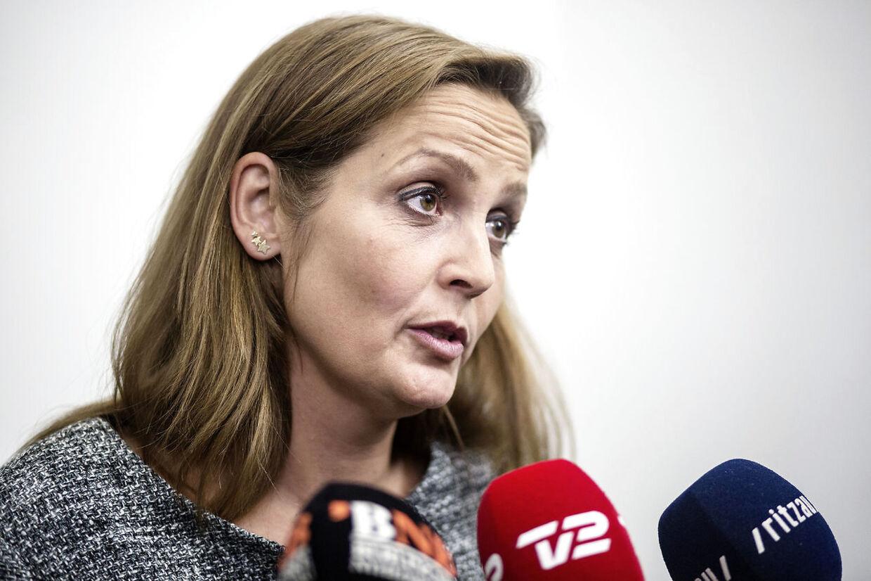 SF formand Pia Olsen Dyhr kaldte søndag aften Dansk Folkeparti for 'helracister', da hun søndag aften gæstede DR 1 talkshowet 'Vi ses hos Clement'.