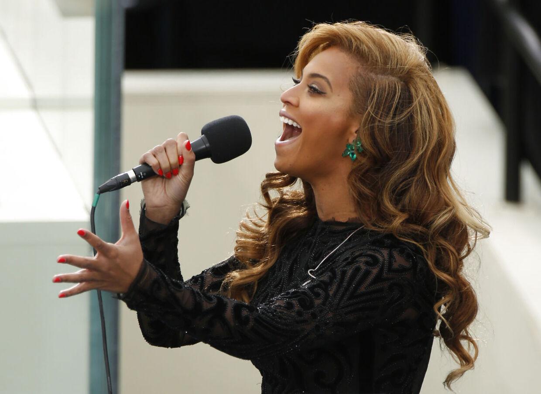 Beyonce sang den amerikanske nationalmelodi til præsidentindsættelsen 21 . januar. Nu indrømmer hun, at sangen var indspillet på forhånd, og at hun sang til play back.