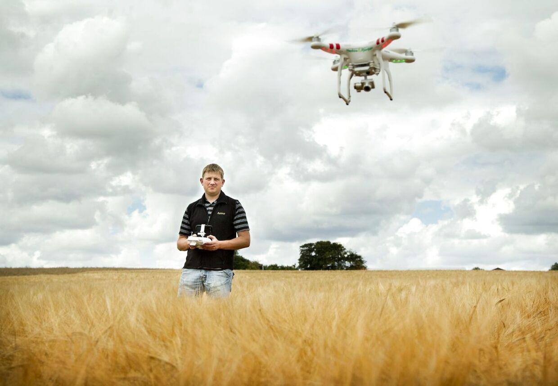 Man skal flyve drone på marker i stedet for i byer og villakvarterer, understreger Trafikstyrelsen (Arkivfoto).
