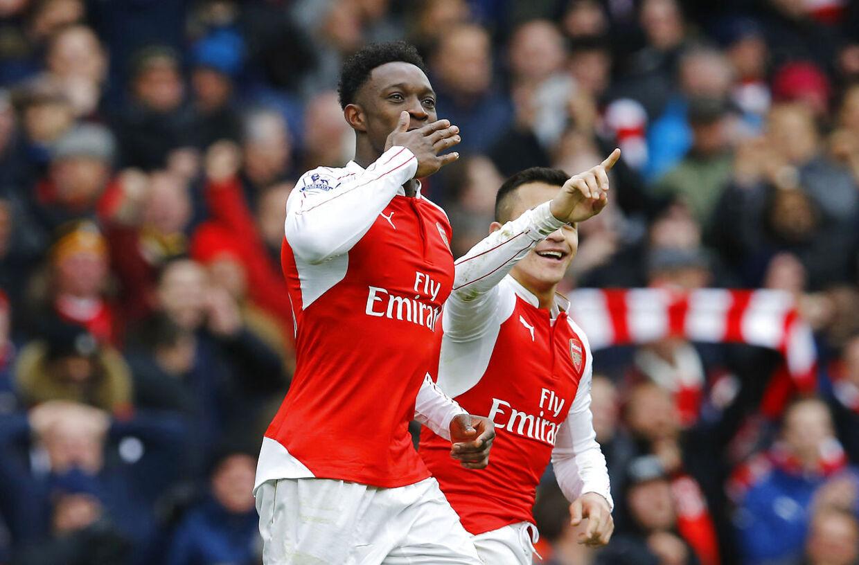 Danny Welbeck fejrer sin vilde overtidsscoring for Arsenal i kampen mod Leicester.