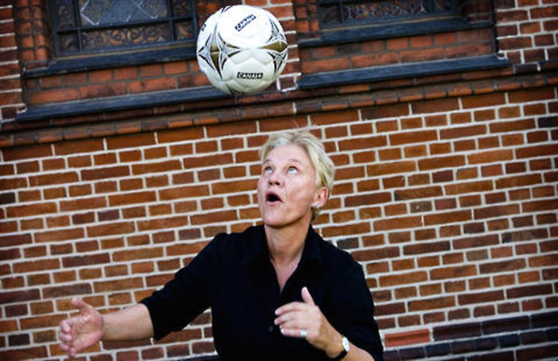Susanne Augustesen kan stadig noget med bolden - 36 år efter hun blev verdensmester.