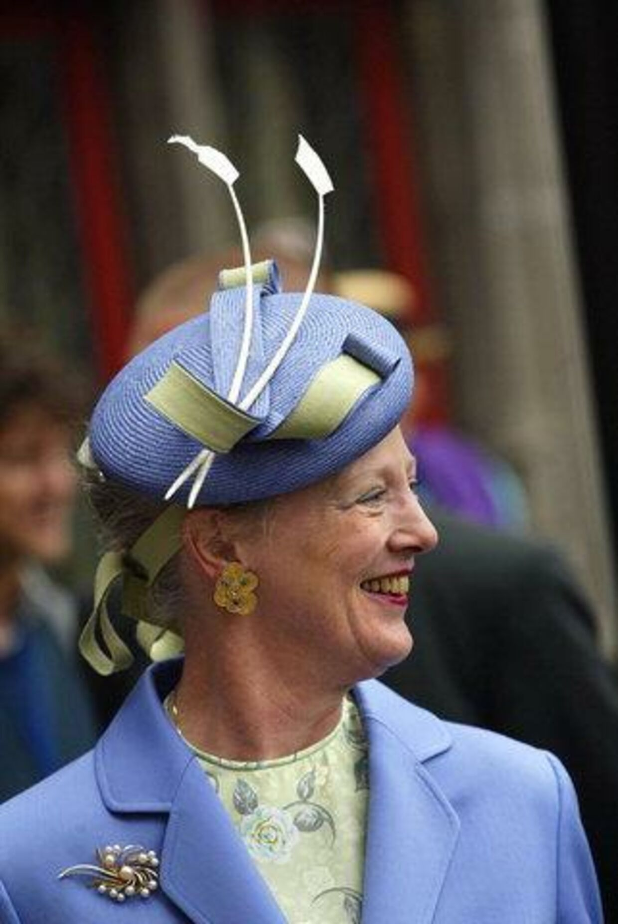 Dronning Margrethe inviterer indenfor i den kongelige jagtgård i Trend. Foto: Jørgen Jessen