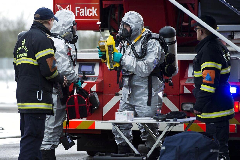Politi og brandfolk i arbejde ved Langkær Gymnasium og HF i Tilst ved Aarhus efter gasudslippet onsdag.