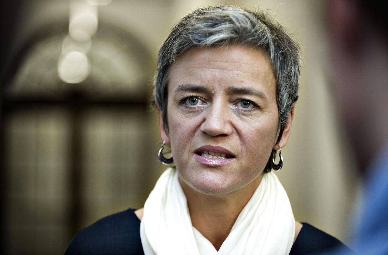 Det skrå skatteloft bliver hævet for de højtlønnede i 2013, erkender Margrethe Vestager. Det glæder Enhedslisten, som først fik kendskab til skattestigningen for nogle dage siden.