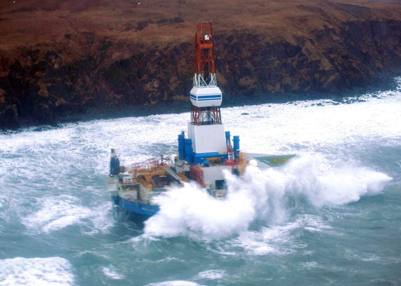 Her er boreriggen Kulluk gået på grund på sydøstsiden af Sitkalidak Øen i Alaska den 1. januar.