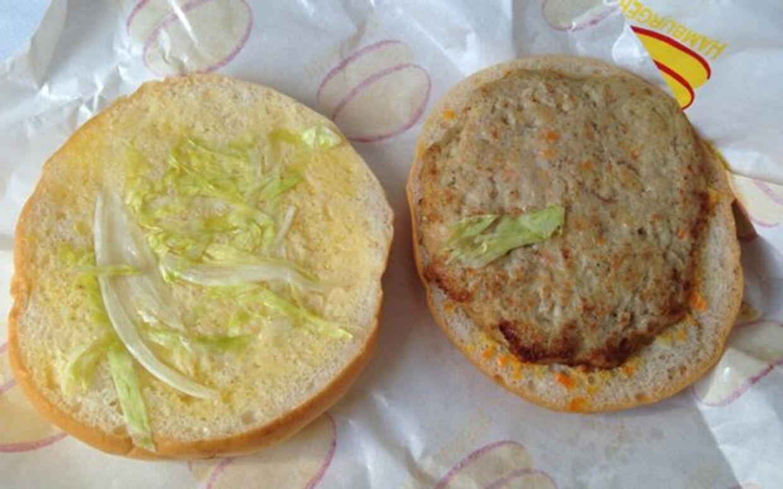 Ingen andre end Air Koryo tilbyder dets rejsende den såkaldte »mystery meat burger«.