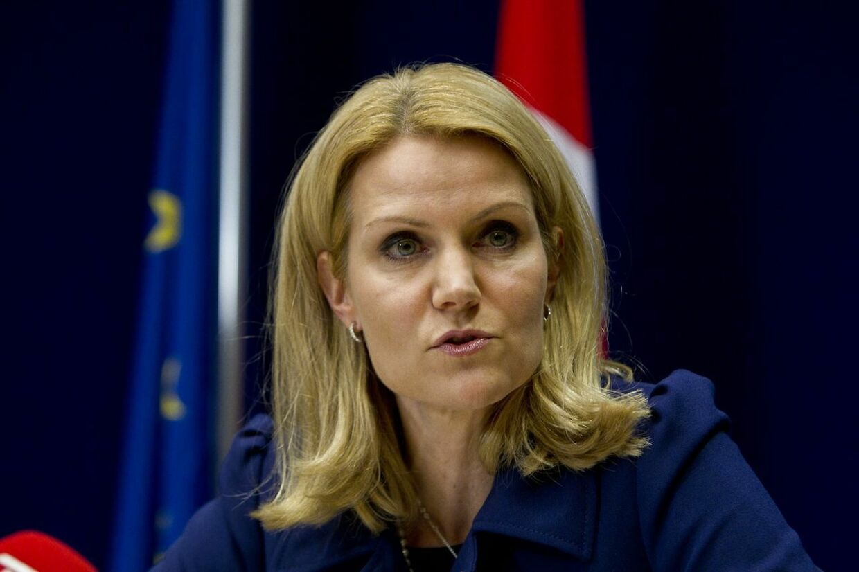 Statsminister Helle Thorning-Schmidt vil praktisere børnecheck til udlændinge i Danmark fra dag ét, selv om et flertal i Folketinget er imod det