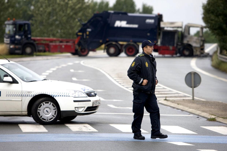 Røverne, der slog til mod Dansk Værdihåndtering, brugte skraldebiler til at bloke tilkørselsvejen for politiet.
