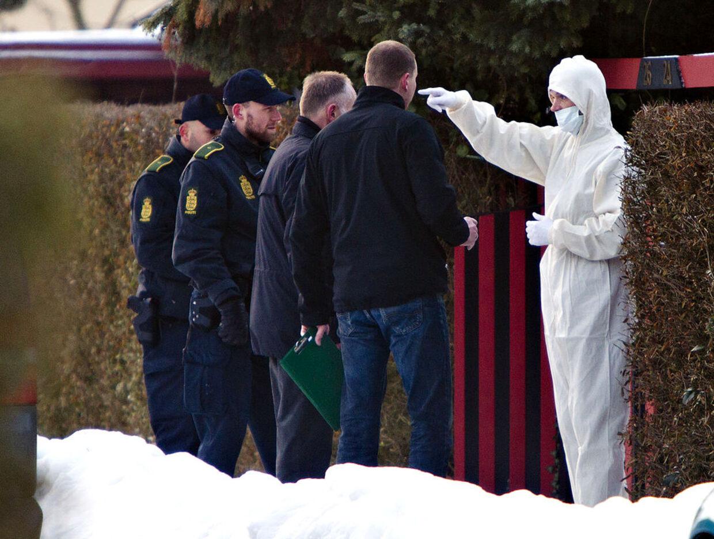 Politiet arbejder ved huset på Grejsdalvej på Amager, hvor manden og kvinden blev fundet døde.