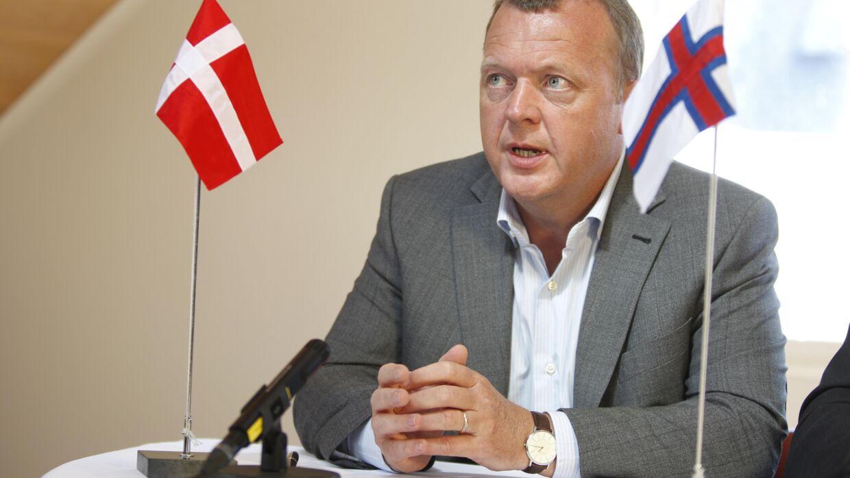 Statsminister Lars Løkke Rasmussen holder pressemøde i Torshavn på Færøerne tilbage i 2011. Netop Færøerne viste sig at være helt centrale i mysteriet om flagstangoptællingen.