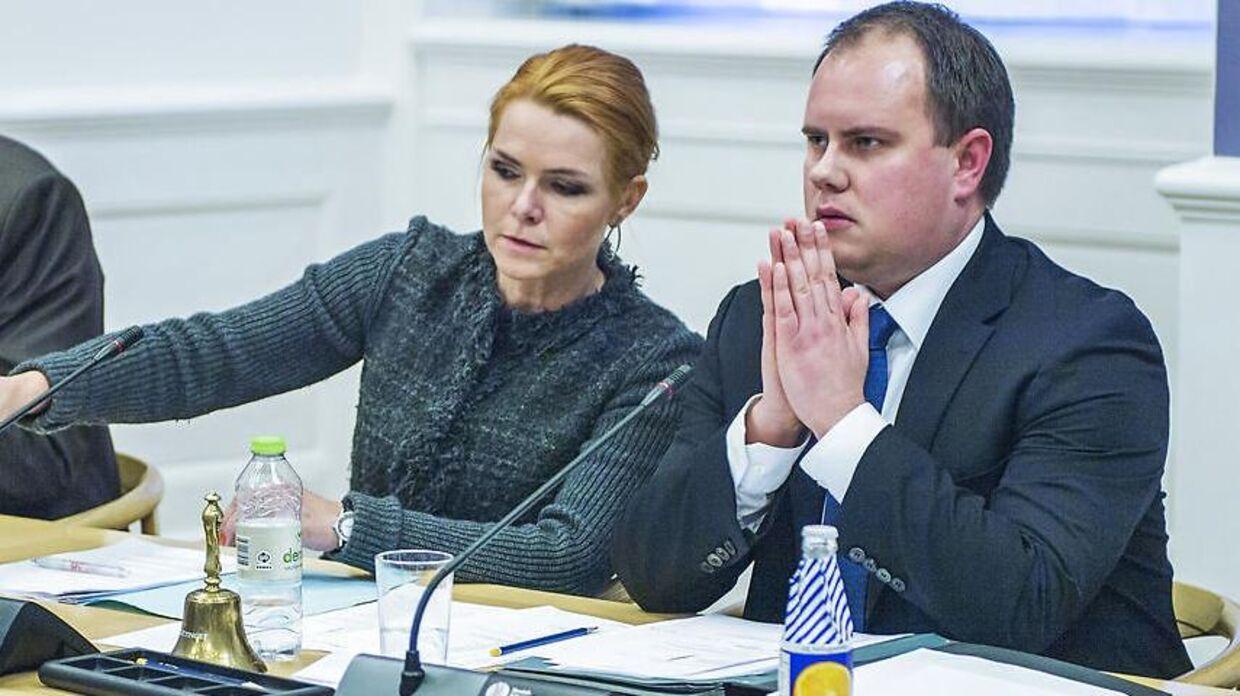 Martin Henriksen undrer sig over, at Løkke ikke slog til for tre uger siden.