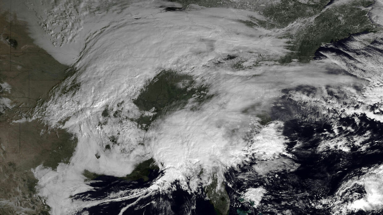 Winter storms are seen over Canada and the northeastern United States in this February 7, 2013 GOES satellite image courtesy of NOAA. New England braced on Thursday for a possibly record-setting winter storm, with forecasts of up to two feet (60 cm) of snow prompting local officials to urge residents to prepare. REUTERS/NOAA/Handout (UNITED STATES - Tags: ENVIRONMENT) FOR EDITORIAL USE ONLY. NOT FOR SALE FOR MARKETING OR ADVERTISING CAMPAIGNS. THIS IMAGE HAS BEEN SUPPLIED BY A THIRD PARTY. IT IS DISTRIBUTED, EXACTLY AS RECEIVED BY REUTERS, AS A SERVICE TO CLIENTS