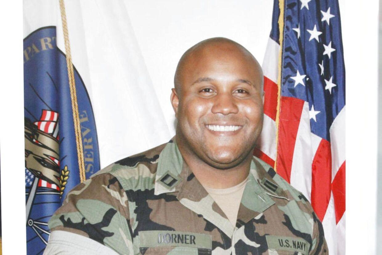 Den tidligere politimand og skarpskytte Christopher Dorner har erklæret krig mod sine tidligere kolleger efter, at han blev tvunget til at forlade korpset i 2008.