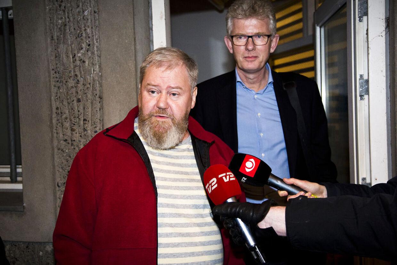 Juletræs-konflikten på Egedalsvænge i Kokkedal. Formanden for ejendomsselskabet B3 Steffen Morrild (i rød trøje)