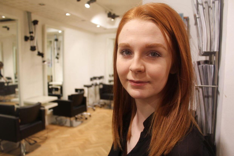 Den 18-årige frisørelev Emilie Eljen Rasmussen genoplivede i onsdags en kunde, som fik hjertestop i frisørstolen.