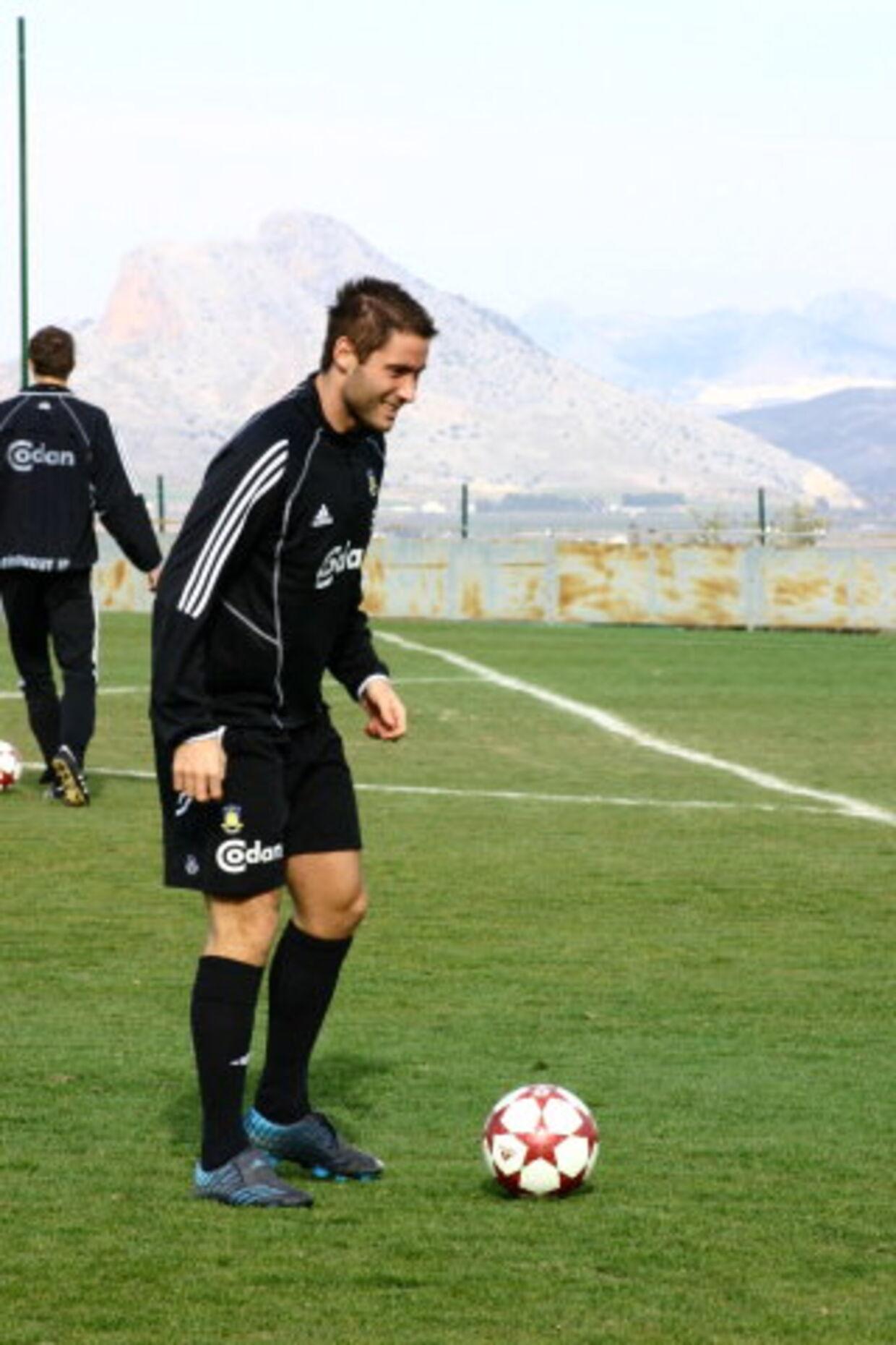 BONUS: Både Martin Retov - som her leger med bolden i Malaga - og Thomas Kahlenberg vil gerne prøve sig af i udlandet. Men først skal mesterskabet i hus til Brøndby. Foto: Enrique Toro