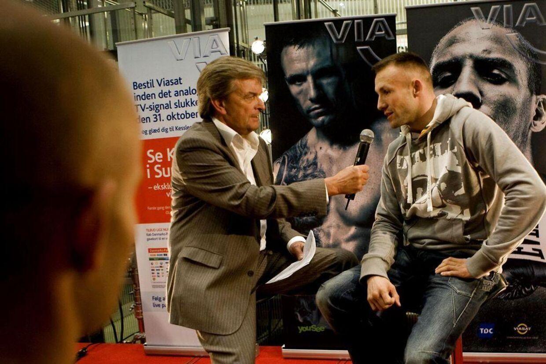 Claus Borre, boksekommentator på TV2 Sport og Viasat, håber at være klar til at kommentere Mikkel Kesslers kamp i Parken 19. maj.