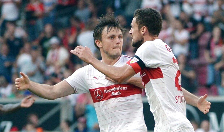 William Kvist og Christian Gentner (th) ligner det nye makkerpar på Stuttgarts centrale midtbane.
