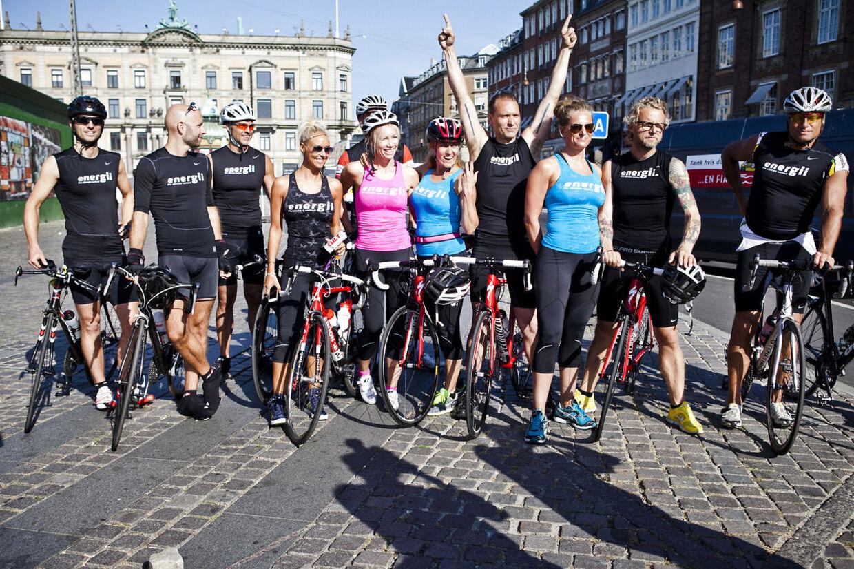 Tisvilde29 bliver skudt i gang torsdag morgen fra Kongens Nytorv, når Københavns jetset cykler til den nordsjællandske by for at feste sammen. Her ses blandt andet tv-vært Mads Vangsø og skuespillerne Camilla Miehe-Renard og Alexandre Willaume.
