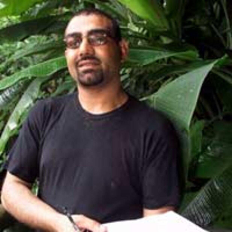 Naeem Sundoo fik nok af årets hektiske Robinson. Han forsøgte at smutte, men blev mødt med truslen om en retssag. Billedet er fra første gang, Naeem deltog i Robinson i 1999.