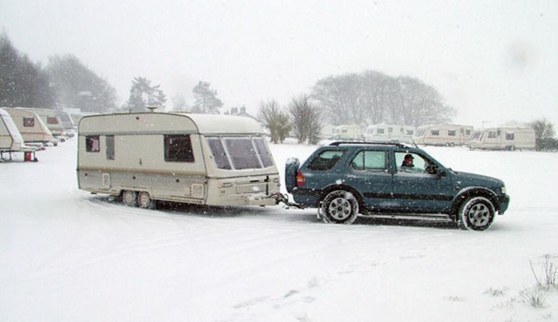 Campingvognen behøver ikke gemmes væk hele vinteren. Den kan hjælpe til en billig skiferie.