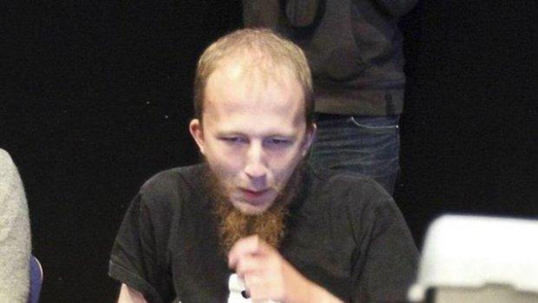 Det er er svenskeren Gottfried Svartholm Warg, som dansk politi kræver udleveret til Danmark, efter han og en dansk medgerningsmand ifølge politiets anklage har hacket sig ind i politiets registre. Se stort billede