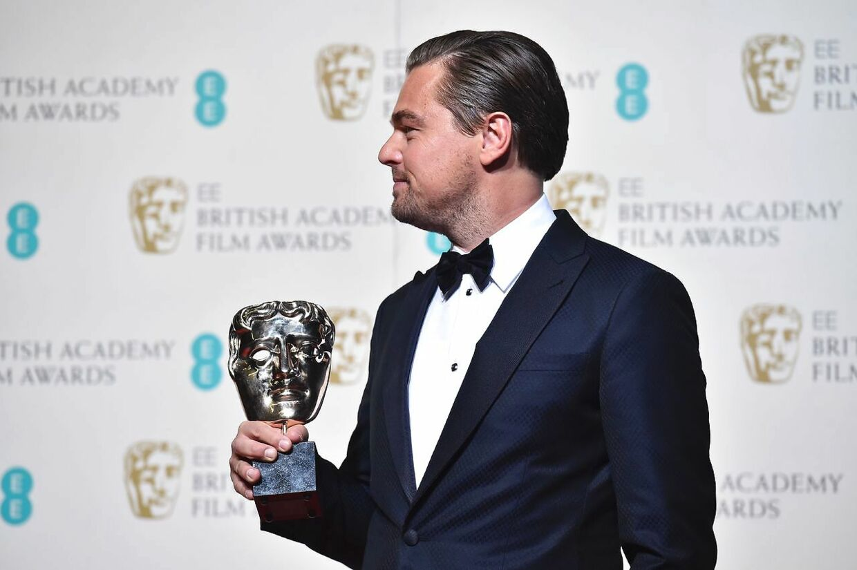 Leonardo DiCaprio med BAFTA-prisen for bedste skuespiller for sin rolle i 'The Revenant'.