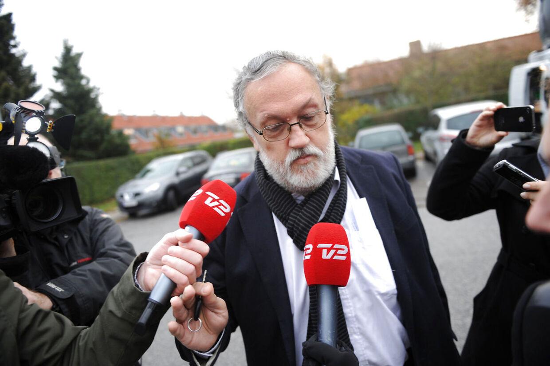 Frode Holm ankommer til torsdagens afhøringer i Skattesagskommisionen.