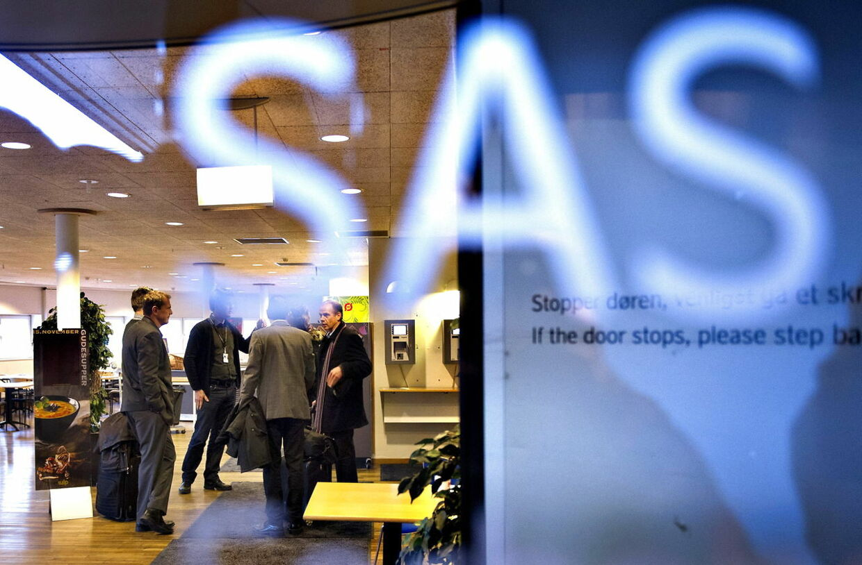 epa03477458 Negotiators gather inside the SAS headquarters at Kastrup Airport in Copenhagen Denmark, 19 November 2012 during the negotiations with the SAS Group management. Scandinavian airline SAS revealed a cost-cutting program, including wage cuts, job cuts and asset disposals, in a bid to secure financing and convince its owners that the company has a future. EPA/JENS NORGAARD LARSEN DENMARK OUT