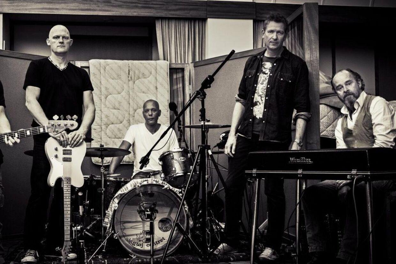 På det nye album 'IdiOcrazy' er de fem rødder fra Big Fat Snake gået tilbage til rødderne. Foto: PR