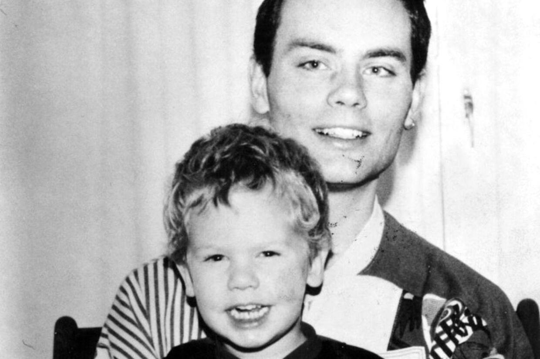 Henrik Christensen sammen med sønnen Alexander.
