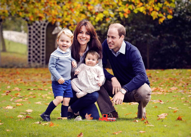 Prins William, Hertuginde Cathrine med sønnen George og datteren Charlotte 18. december 2015