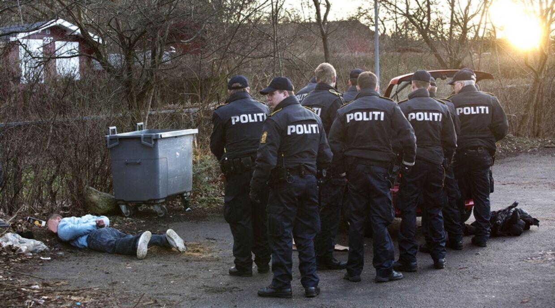 Politiet anholder fire mænd, der er mistænkt for at true en kvinde til at udlevere sin bil.