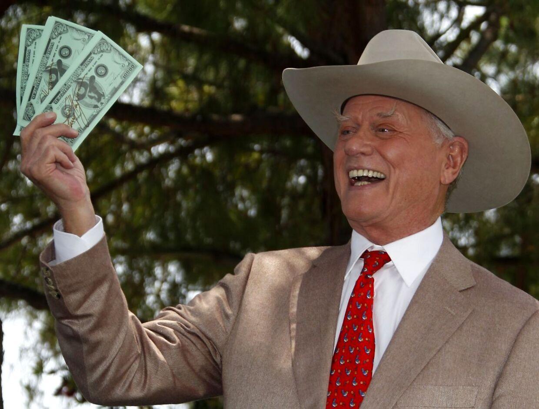 Kort før genindspilningerne til den legendariske 70'er tv-serie 'Dallas' er en af seriens mest fremtrædende roller, Larry Hagman som spiller J.R. Ewing, blevet ramt af kræft.