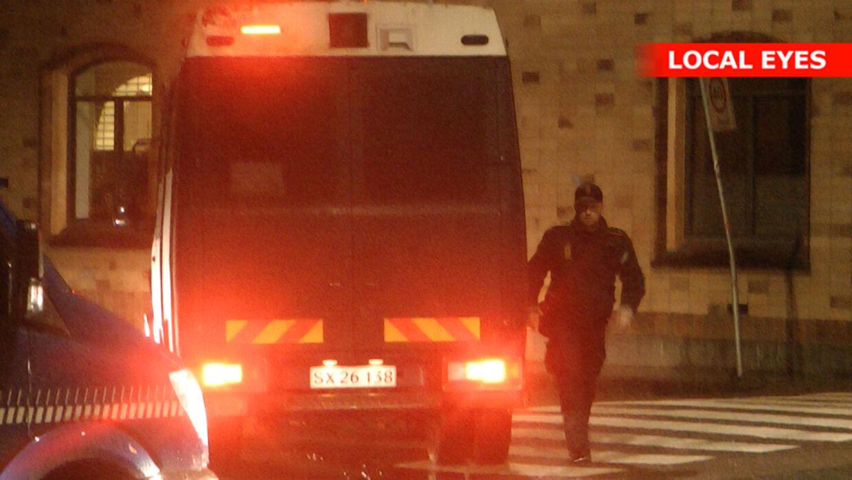 Politimand i aktion under razziaen på Christiania