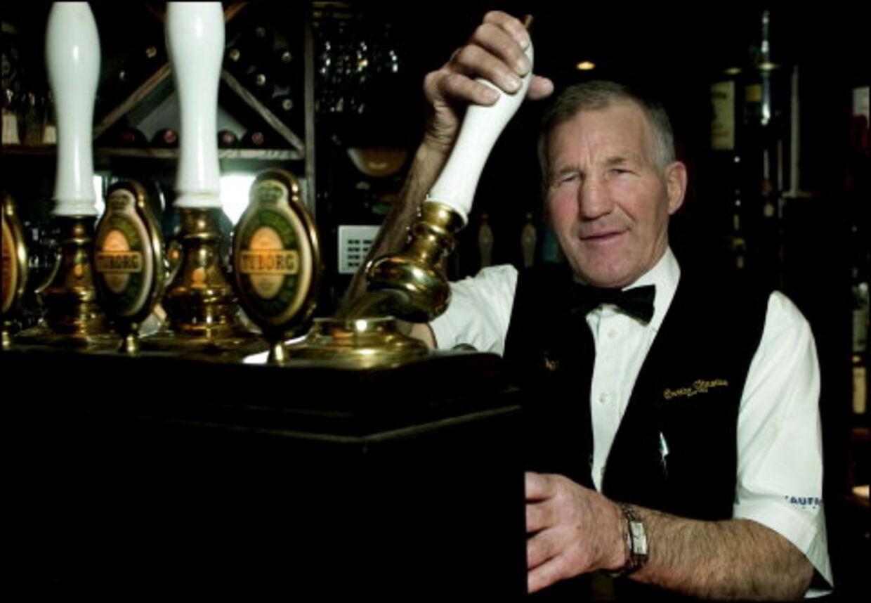 Hansens sidste omgang: Han blev rig og berømt bokser, så levede han som tjener af, at andre gav ekstra omgange. Nu er det slut. Foto: Jeppe Carlsen