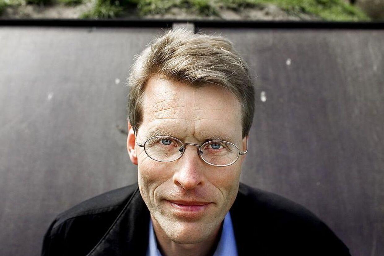 Den mangeårige journalist på DR og Ekstra Bladet, Per Michaelsen kræver flere hundrede tusinde kroner af - og frihedsstraf til - Politikens chefredaktør Bo Lidegaard (billedet).