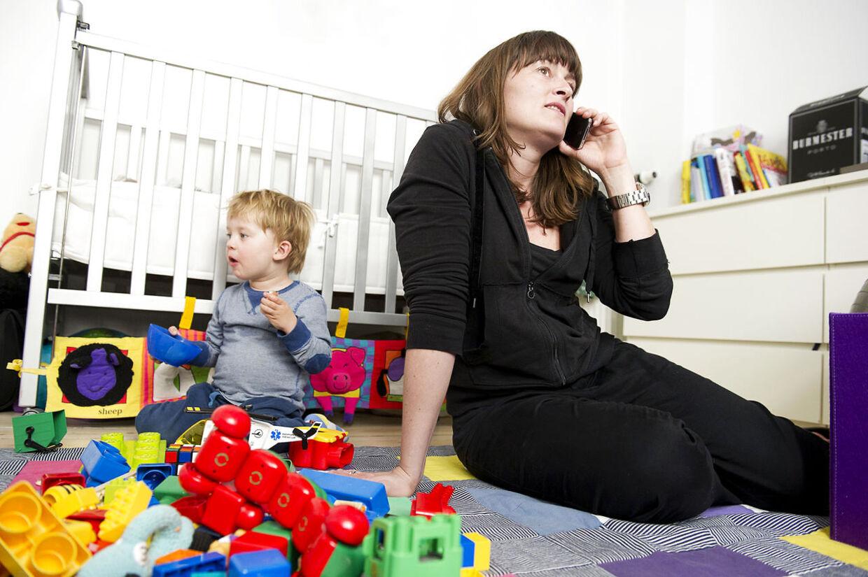 Går dit barn rundt og piver? Så tag et kig på dig selv gennem barnets øjne: Hvor nærværende er du?