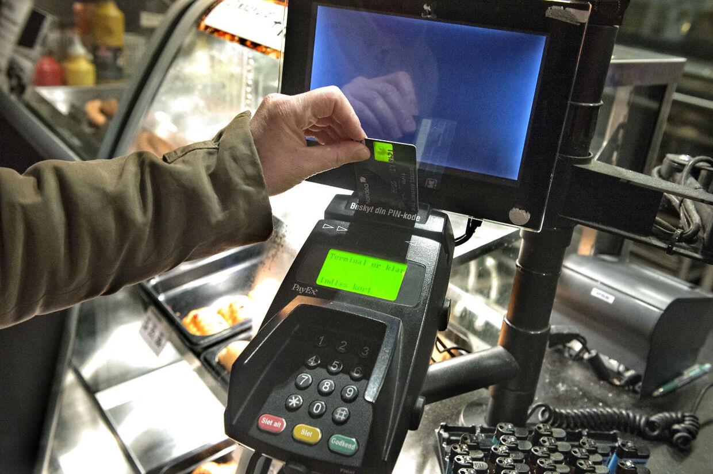 Dankortsystemet er nede i hele landet mandag morgen d.20.januar 2014, også her på Hovedbanegården i København, hvilket dog ikke skabte de store problemer. (Foto: Jens Nørgaard Larsen/Scanpix 2014)