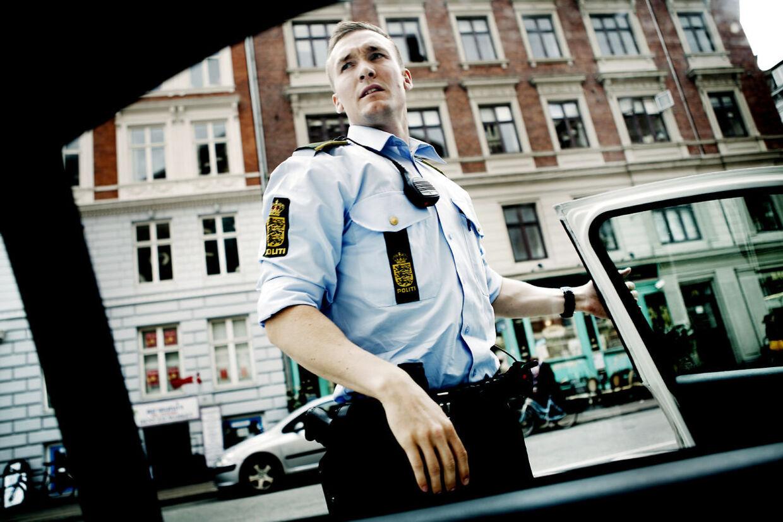 I gennemsnit blev mindst to personer overfaldet af gaderøvere hver eneste dag i København i 2011. For at forhindre overfaldene var politiet talstærkt til stede på gaden i de særligt berørte områder i en særlig indsats sidste efterår. Arkivfoto.