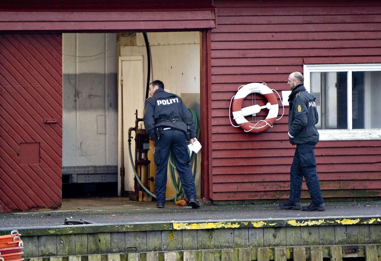 Smugler dræbt i Ålbæk Havn. Her ses havnen i Ålbæk, hvor politiet er i gang med undersøgelser.