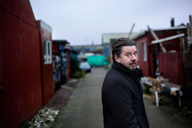 Thomas Gabrielsson er et kendt ansigt hos danske og svenske seere. De sidste 10 år har han haft bærende hovedroller i populære tv-serier på begge sider af sundet. Her er han som helten Leon i DR1s 'Livvagterne' og som skurken Sergej i 'Ørnen'. Begge serier vandt en Emmy i New York.
