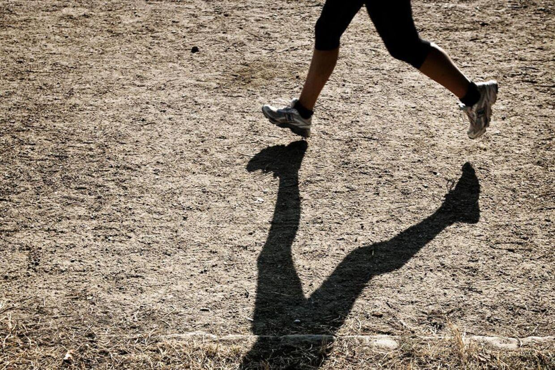 Den kvindelige kondiløber, der faldt om ved Nyhavn i København, er nu sandsynligvis identificeret, oplyser politiet.