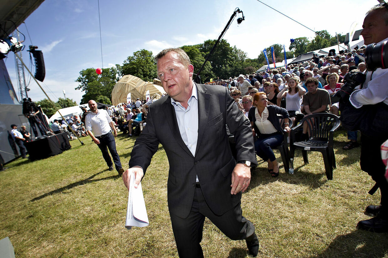 Venstres formand Lars Løkke Rasmussen på vej mod scenen for at tale ved Folkemødet på Bornholm.