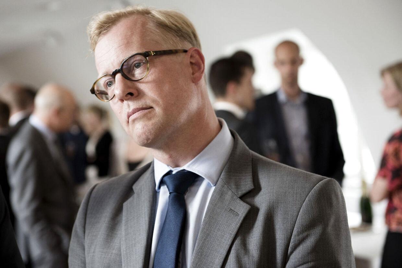 Det var i strid med loven, da Carl Holst som regionsrådsformand i Region Syddanmark benyttede medarbejderen Christian Ingemann Nielsen til at føre valgkamp for sig, konkluderer Statsforvaltningen.