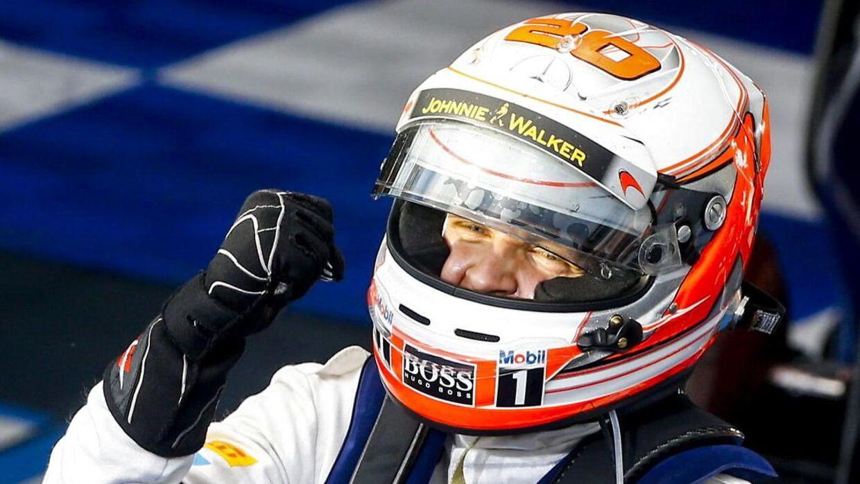 Kevin Magnussen blev nummer to i sit første Formel 1-løb i Australien, efter Daniel Ricciardo blev diskvalificeret.