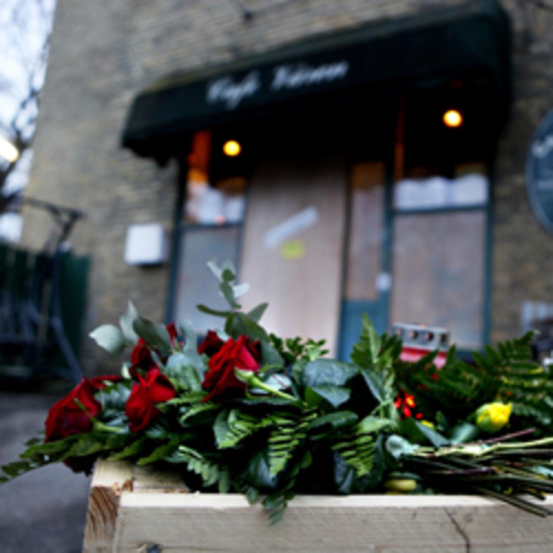 Søndag blev en mand dræbt og tre andre såret, da ukendte gerningsmænd åbnede ild mod Café Våren på Amager.